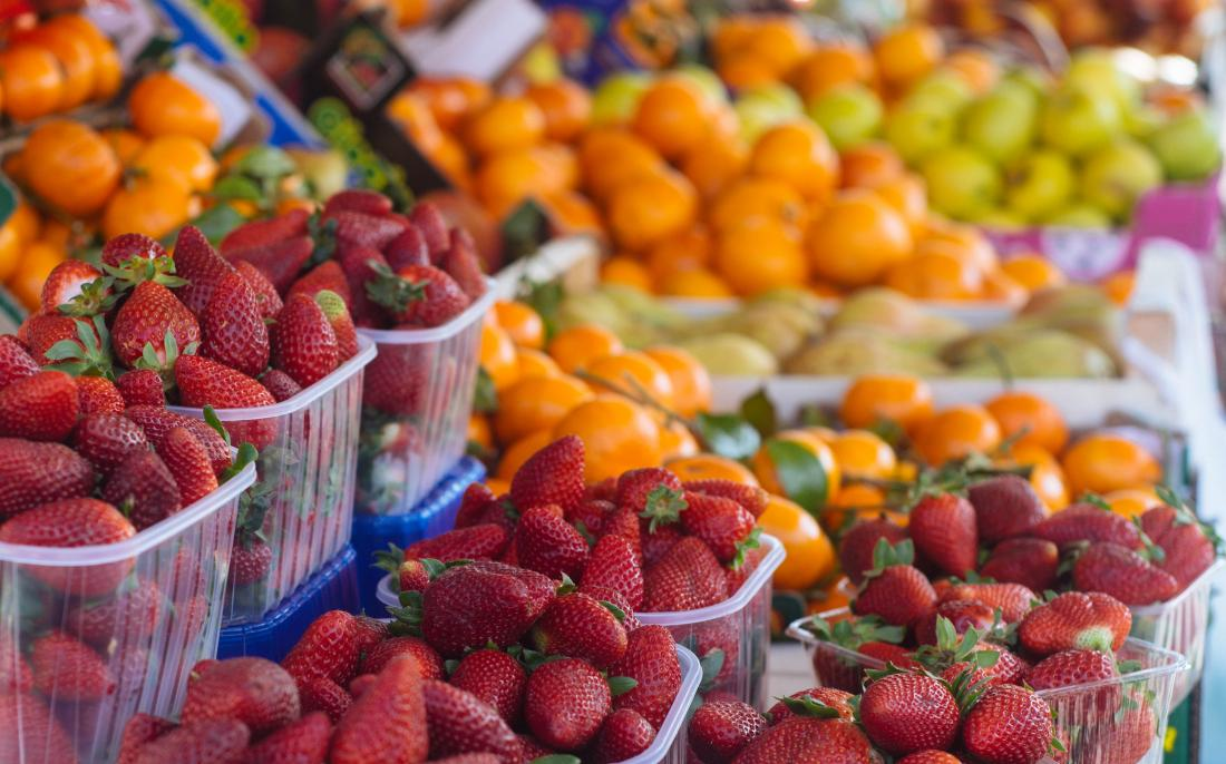 Fruit at a market may help with an endometriosis diet