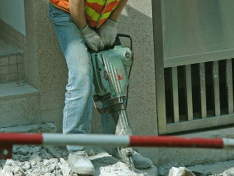 News Picture: Backbreaking Work May Shorten Men's Lives