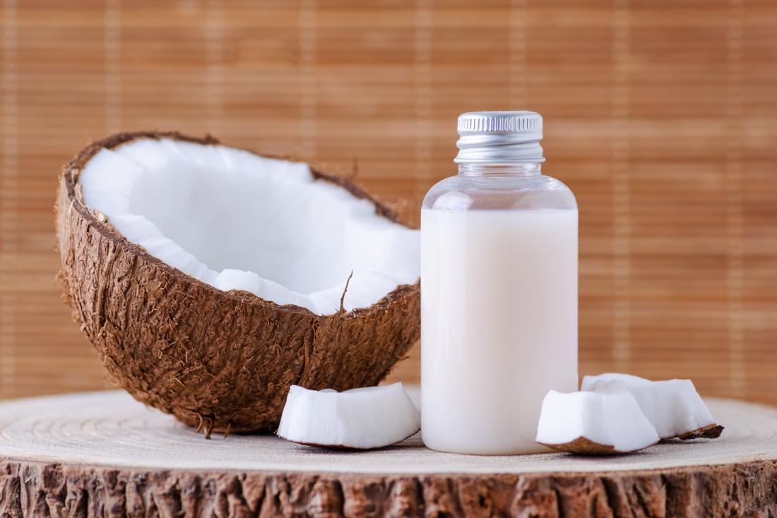 A coconut oil mask may minimize dry hair
