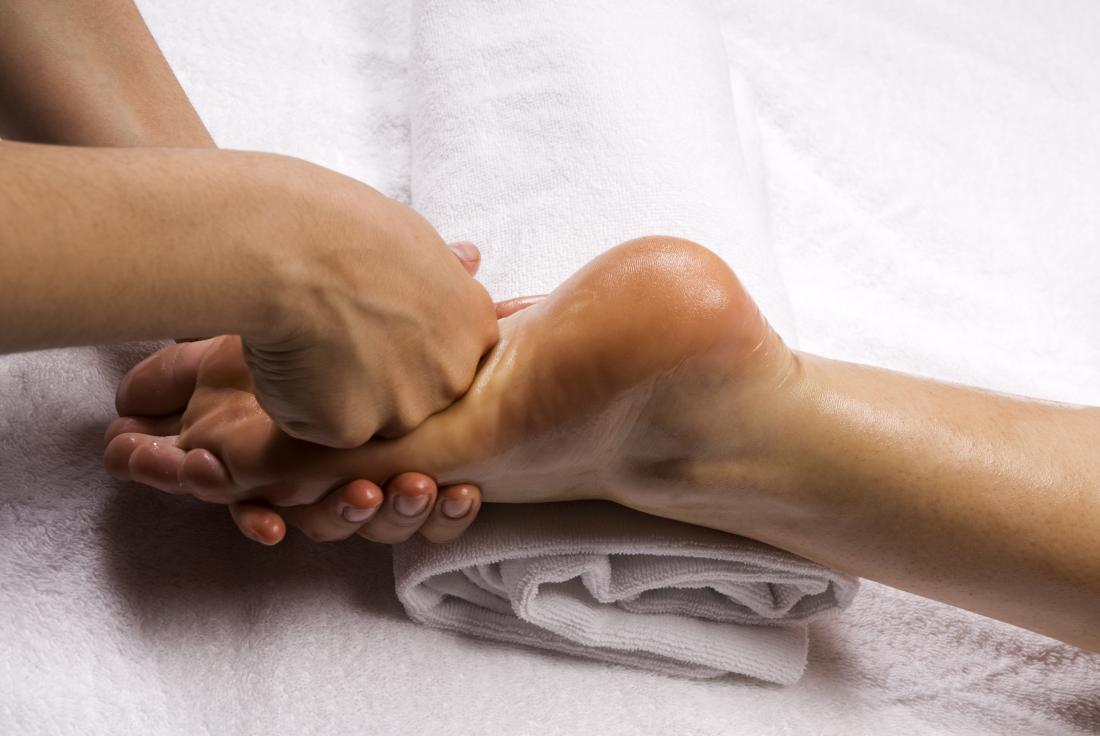 foot massage - Knuckle or fist work