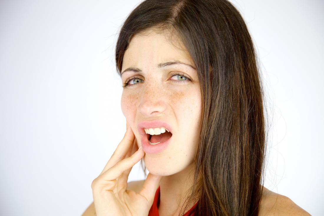 woman with pain in jaw