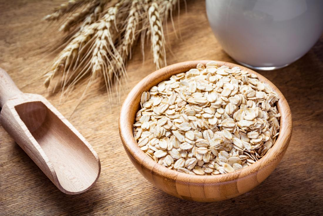 An oatmeal bath may help to relieve the symptoms of an amoxicillin rash