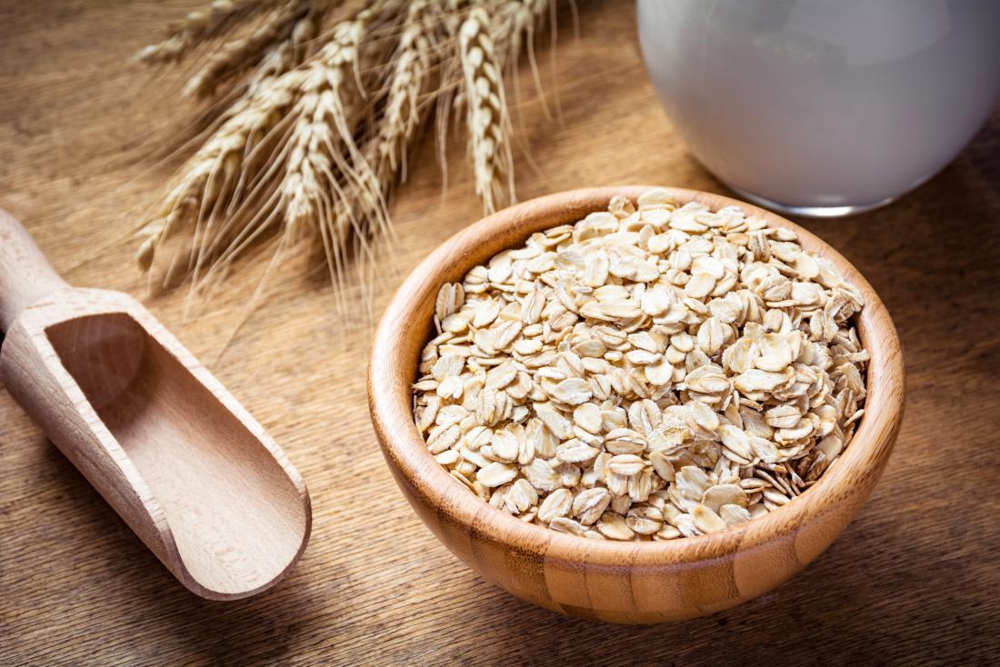 An oatmeal bath may help to relieve the symptoms of an amoxicillin rash