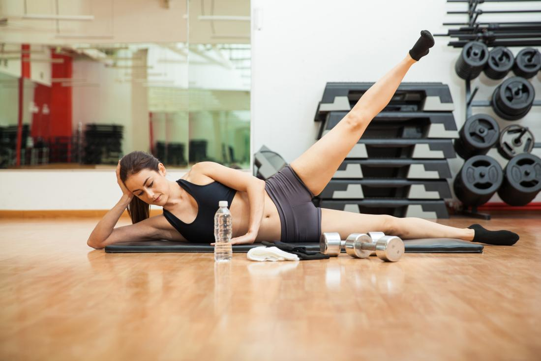 Woman doing leg lifts in gym