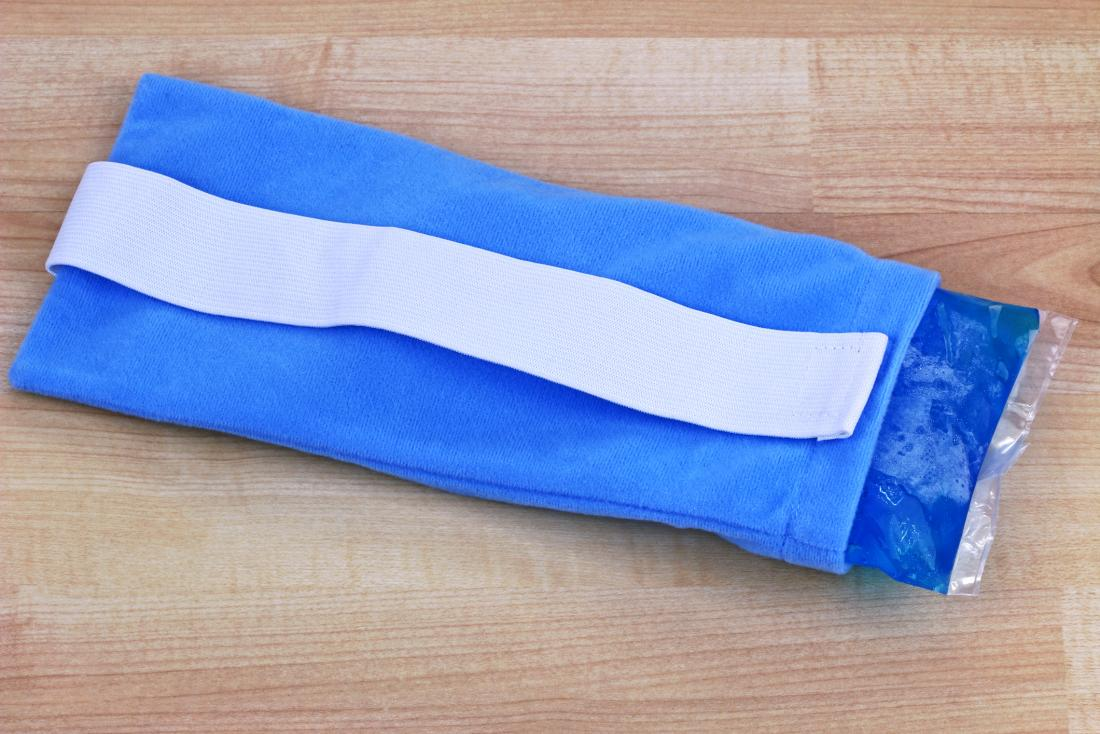 Cold ice pack with cloth cover for pain relief