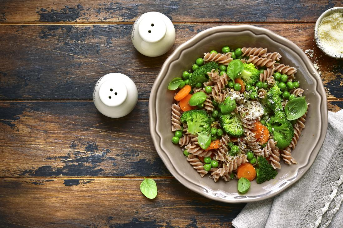 Eating whole grains and fresh vegetables may help prevent migraines.