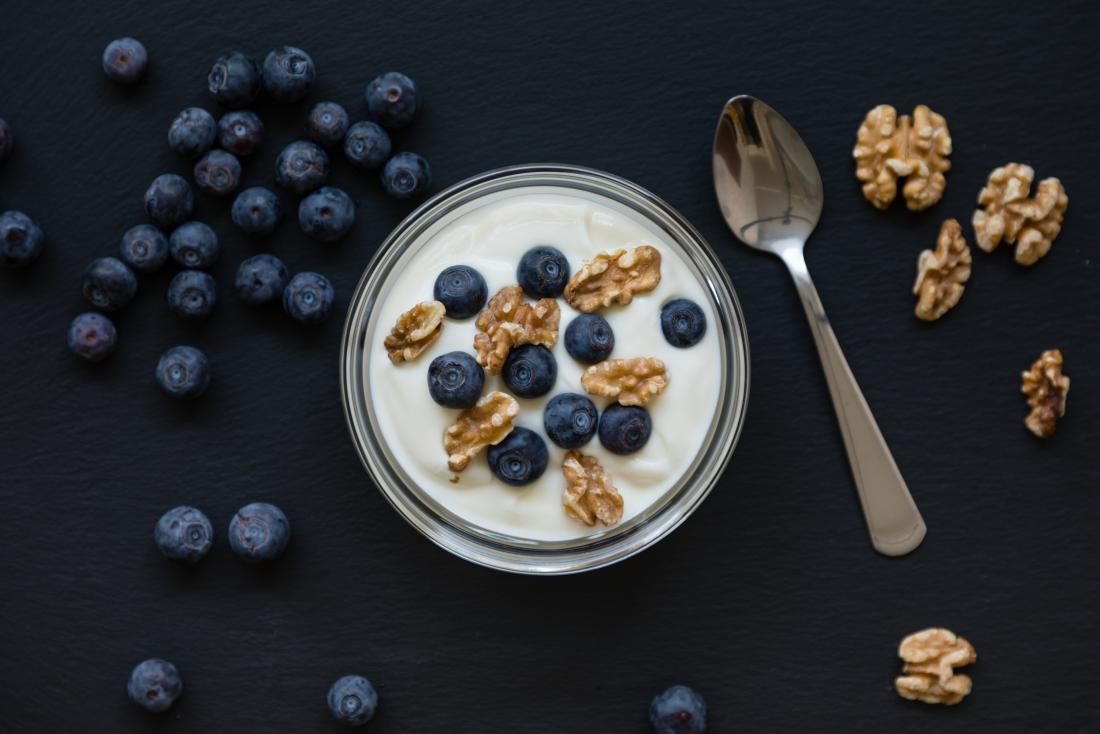 Greek yoghurt with blueberries and walnuts