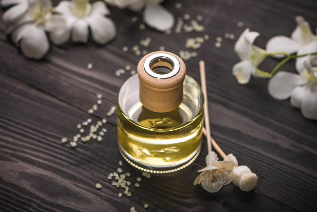 Reed diffuser for essential oil aromatherapy