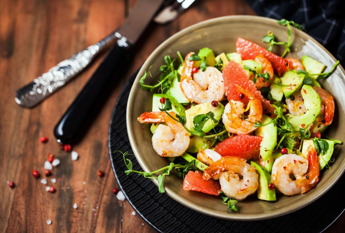 Grill shrimp and salad for can be part of hypothyroidism diet