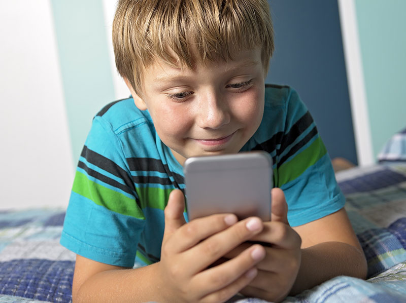 News Picture: One Plus of Texting, Social Media: Divorce Made Easier on Kids