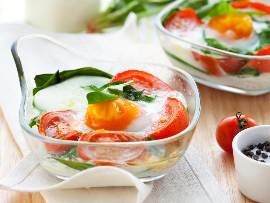 Spinach and tomato baked eggs