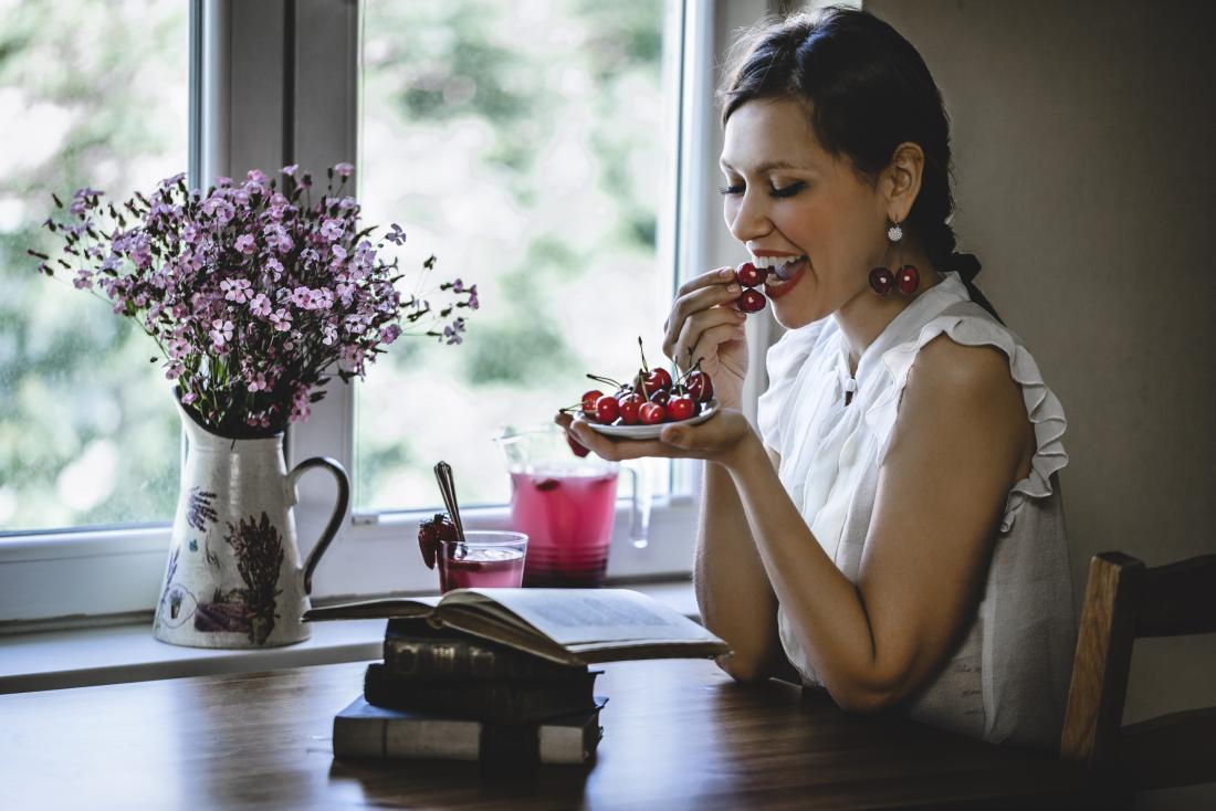 how to lower uric acid cherries
