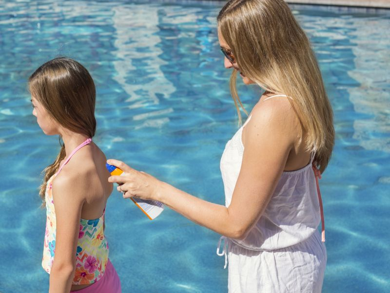 News Picture: Sunscreen Chemicals Enter Bloodstream at Potentially Unsafe Levels: Study