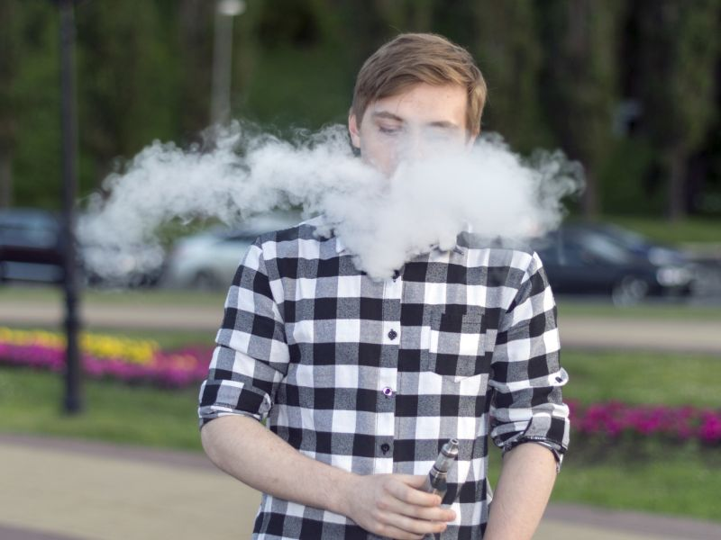 News Picture: When E-Cig Makers Offer Promotional Items, More Teens Likely to Vape