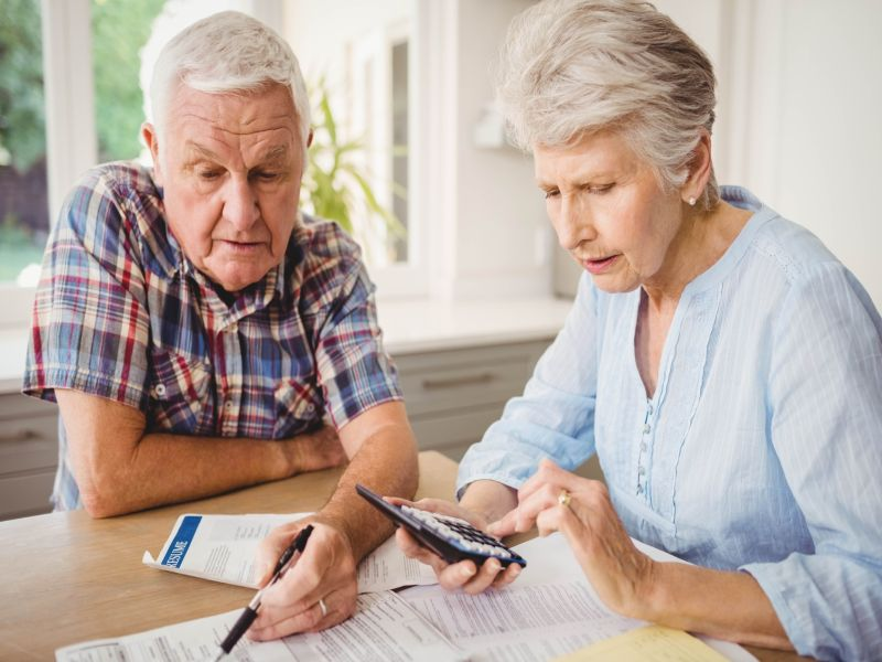 News Picture: For Some, Trouble Tracking Finances Could Be Sign of Dementia