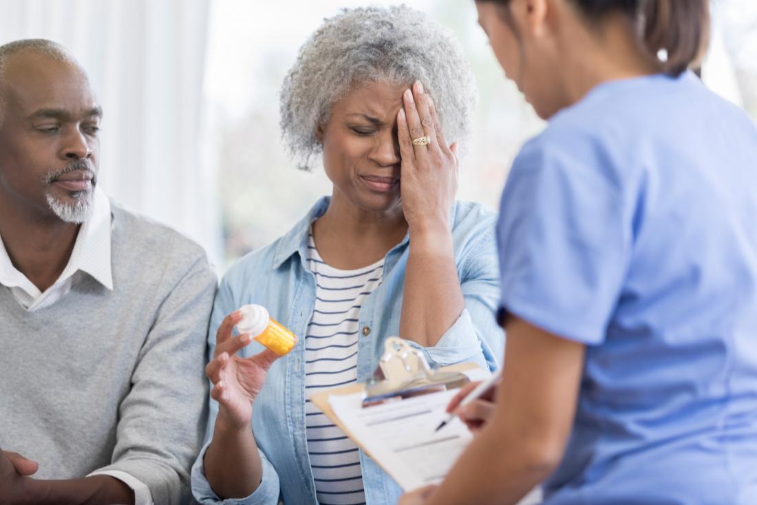 woman explains headache to doctor