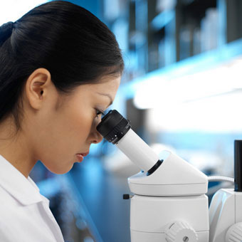A lab technician doing research on multiple sclerosis (MS).
