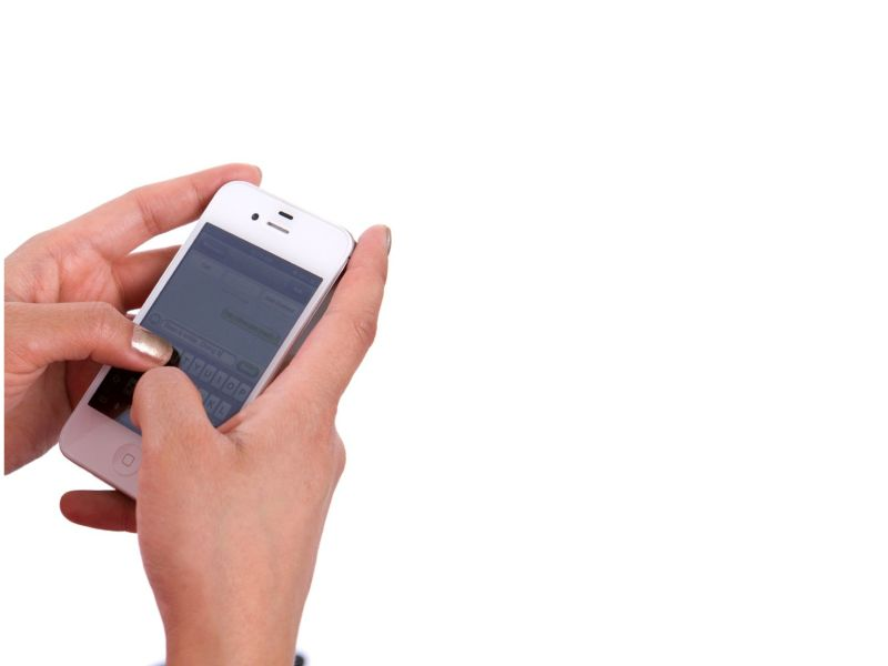 News Picture: Is Your Smartphone or Tablet an Injury Risk?