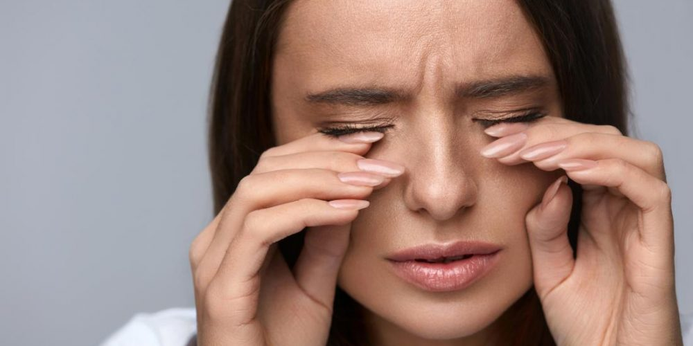 What causes burning eyes?