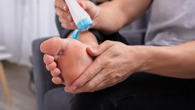 Causes and treatments for itchy feet