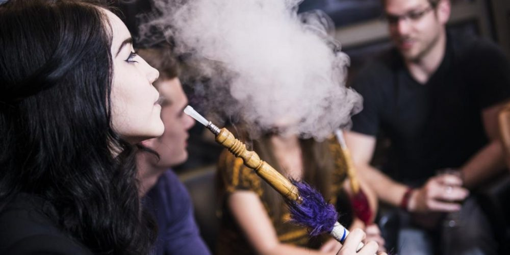 What are the health risks of hookah smoking?