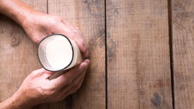 Almond milk vs. soy milk: Which is better?