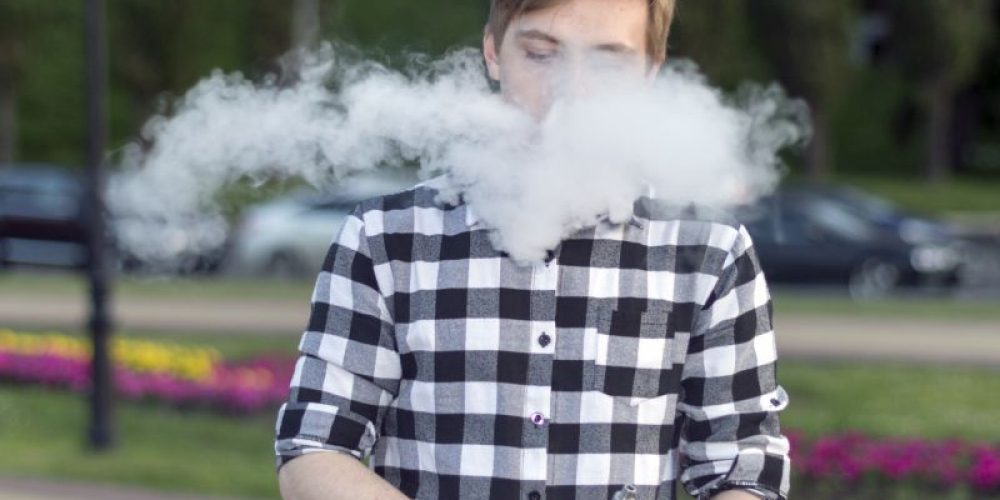 Friends' Vaping Could Pose Danger to Kids With Asthma