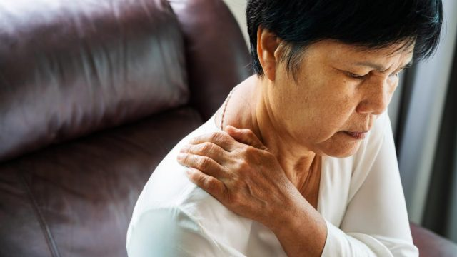 What to know about a bulging disc in the neck