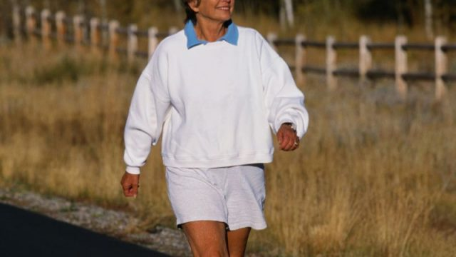 Just 6 Months of Walking May Boost Aging Brains