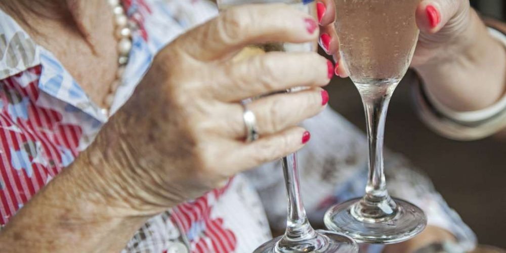 How does alcohol affect rheumatoid arthritis?