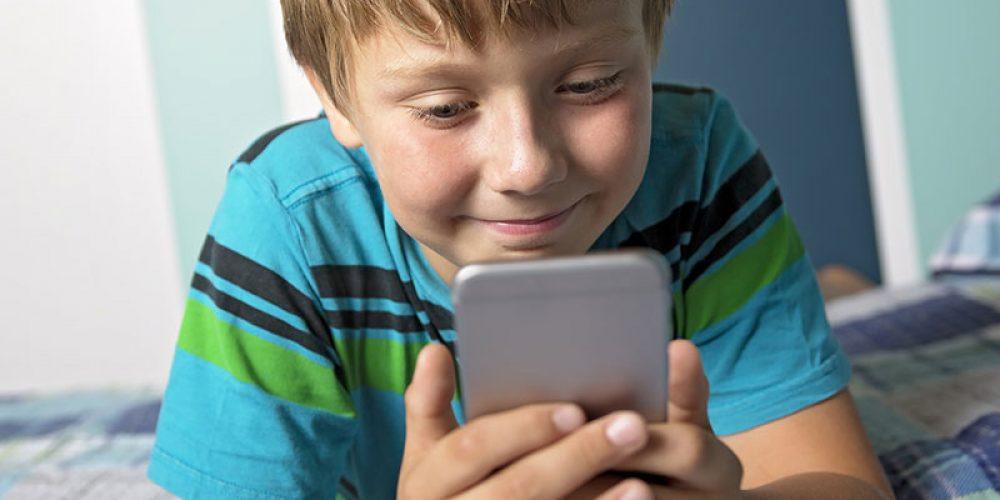 One Plus of Texting, Social Media: Divorce Made Easier on Kids