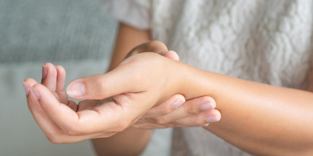 Swelling in rheumatoid arthritis and where it occurs