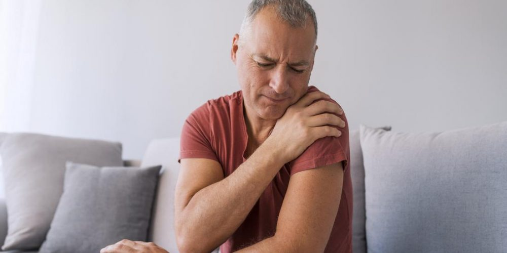 What can cause shoulder pain?
