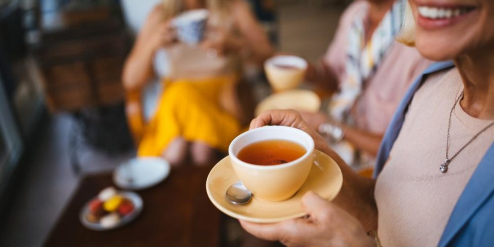 Could drinking tea boost brain connectivity?