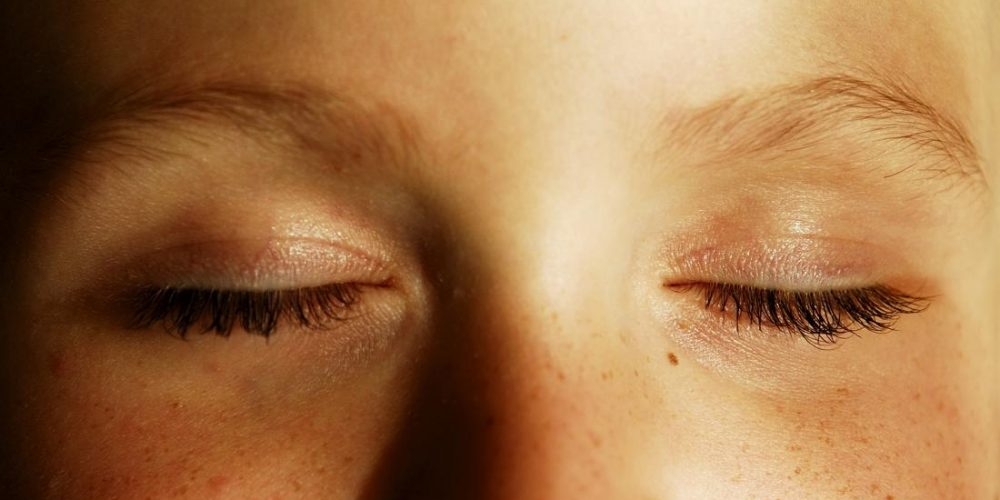 Eleven causes of pain when blinking