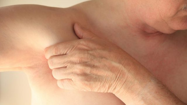 What causes pain under the left armpit?