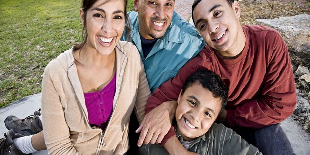 Family's Social Standing May Be Key to Happiness for Teens