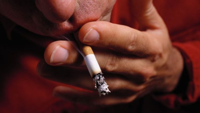 Even After Stroke, Many Smokers Still Light Up
