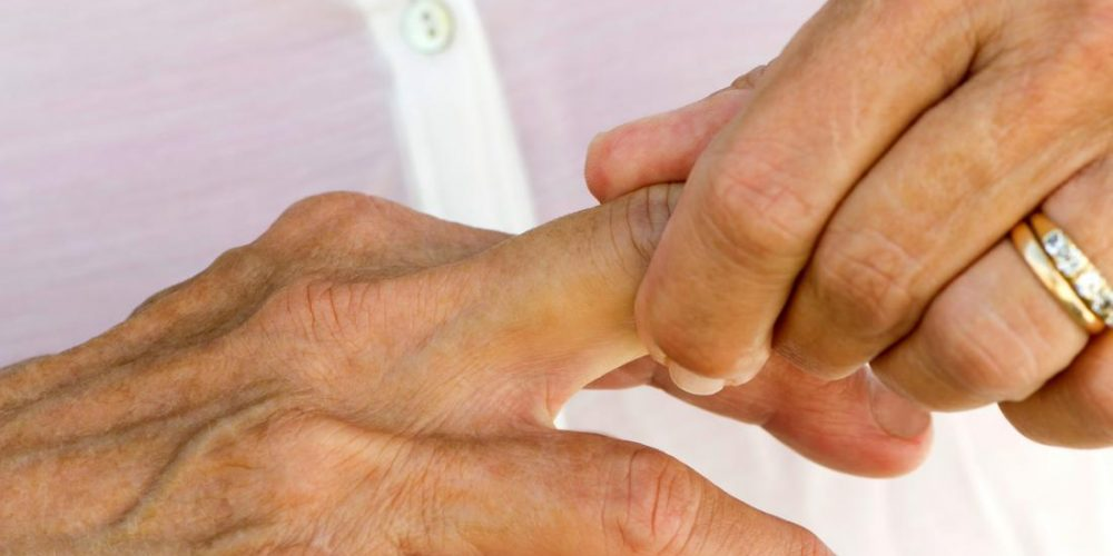 Causes and treatments for twitching fingers