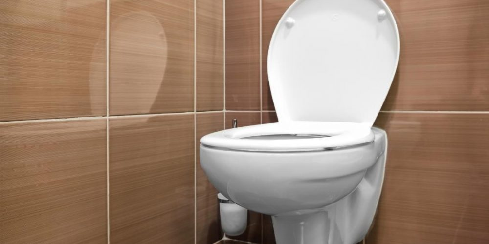 What causes floating poop?