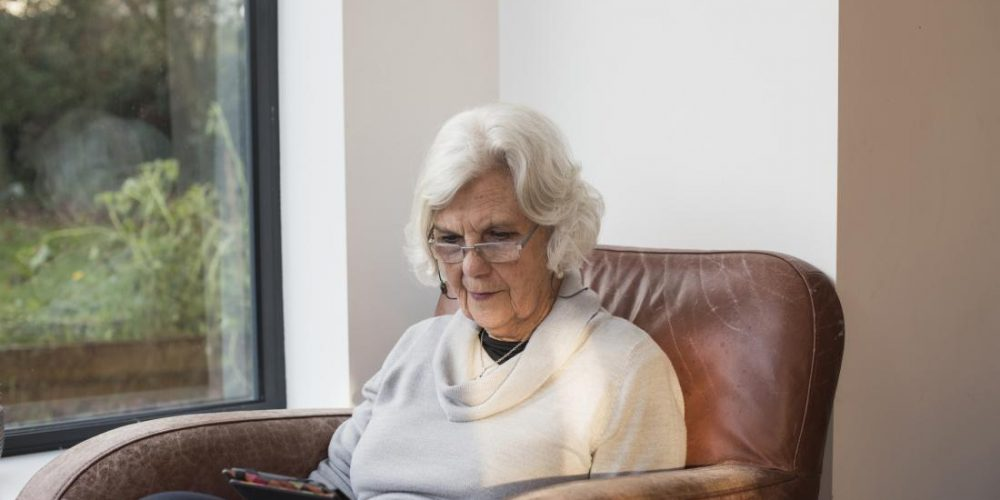 Alzheimer's: Head device reduces memory loss in 7 out of 8 people