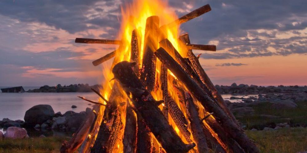 Celebrating With a Bonfire? An Expert's Guide to Keeping The Fun Safe
