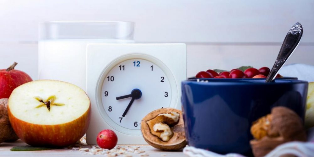 Eating earlier in the day aids weight loss by curbing appetite