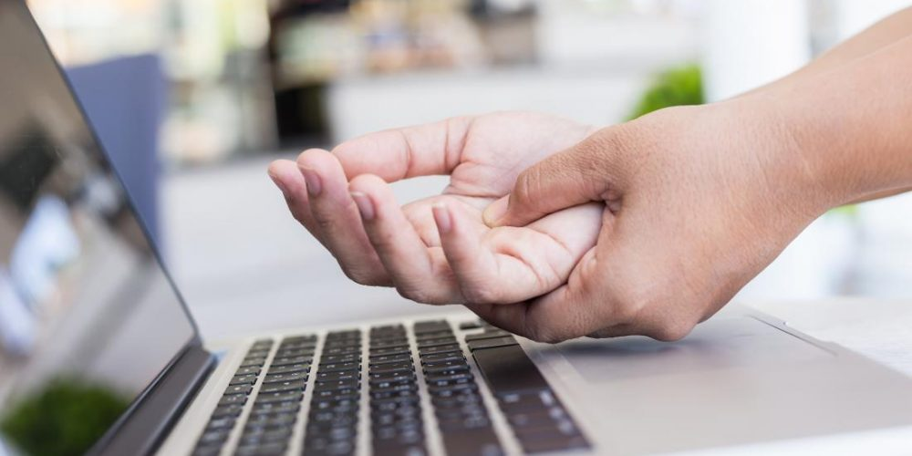 What can cause pain in the palm of the hand?