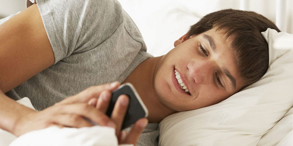 Teen Sexting Can Be Warning Sign of Other Risky Behaviors