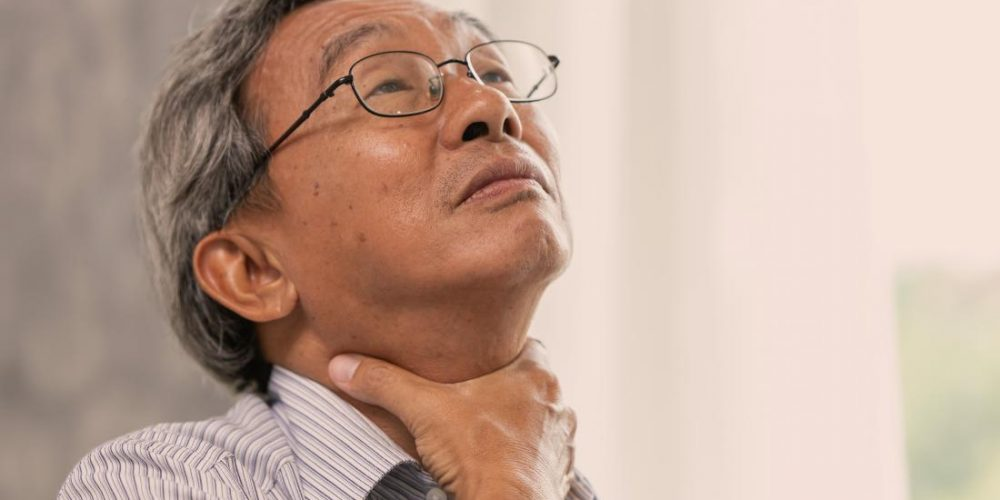 What are the symptoms of throat cancer?
