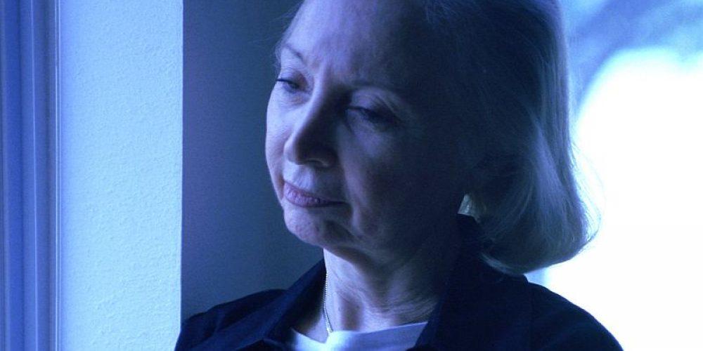 Poor Social Life Could Spell Trouble for Older Women's Bones