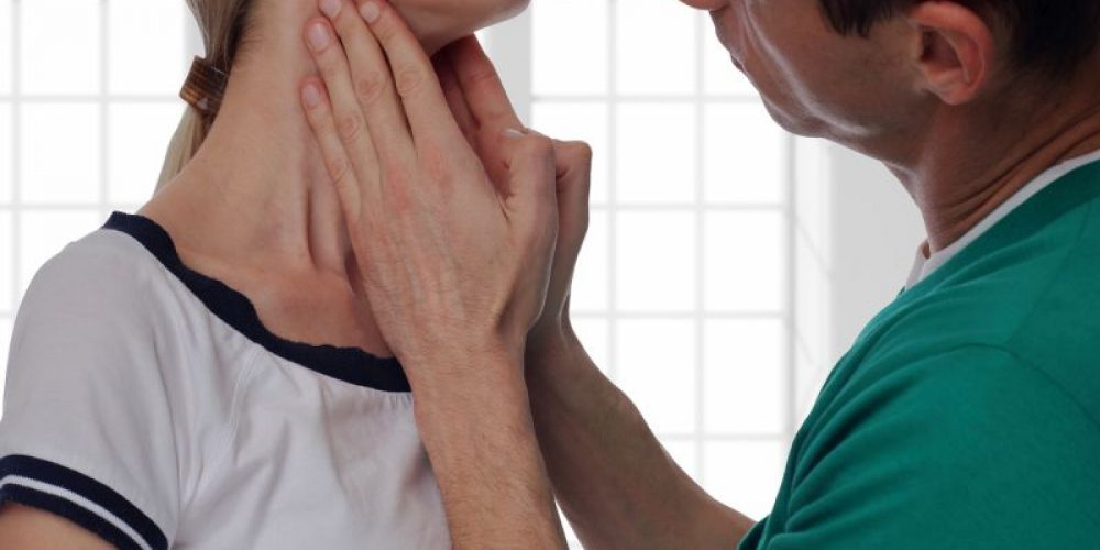 Look for Early Signs of Thyroid Cancer, Experts Urge