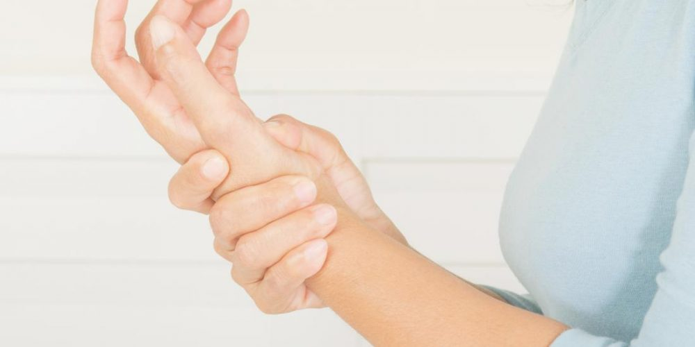 What can cause pain in the hand or wrist?