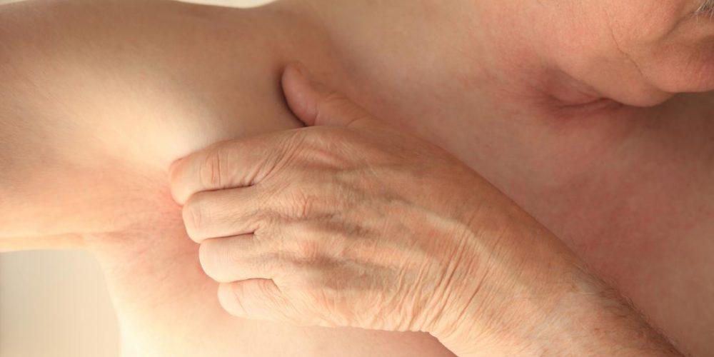 What causes pain under the left armpit?